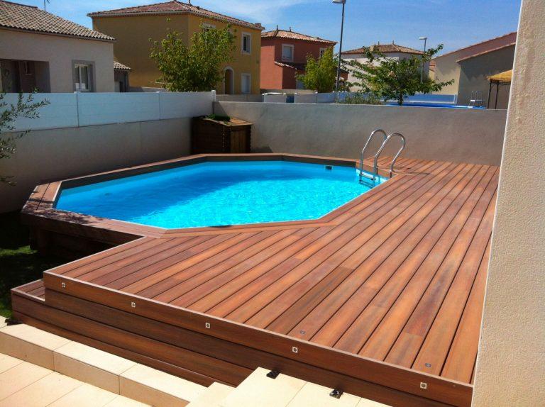 construire une terrasse en bois autour d'une piscine hors